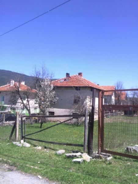 Продава Къща в София, област с.Говедарци - 32900 € 141 кв. м.