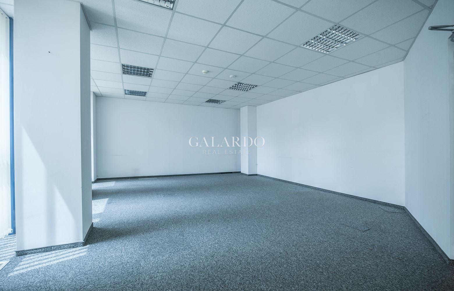 Изключително просторен офис в луксозна бизнес сграда клас А
