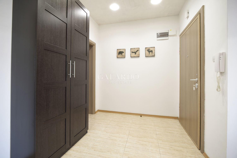 Луксозен и просторен двустаен апартамент на метри от метростанция Сердика.