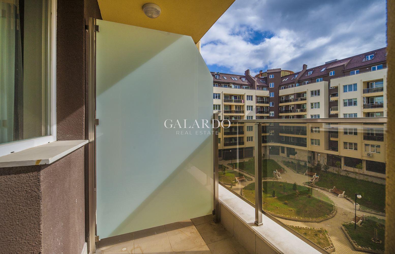 Южен двустаен апартамент с ново обзавеждане в кв.Младост 4