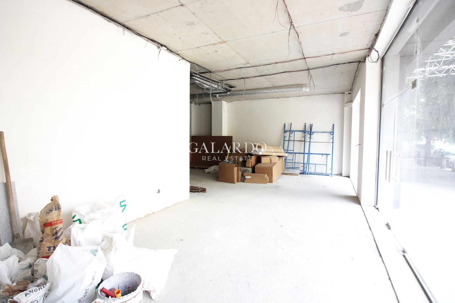 Commercial space in a new office building class A